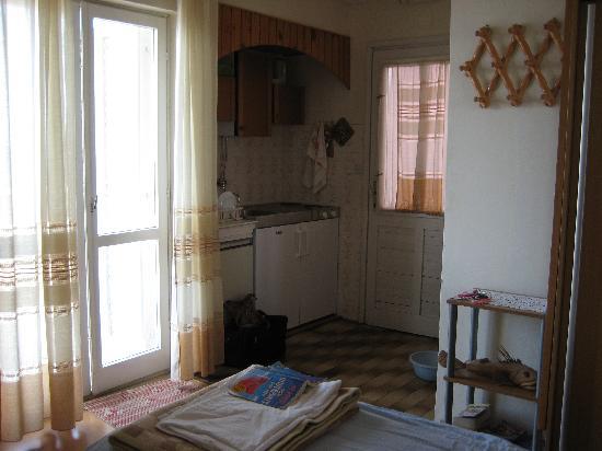 Kitchenette Apartment Theapartment