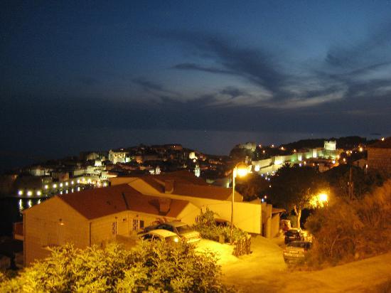Apartments Nadramija : Dubrovnik Stari Grad (Old Town) as seen from the blacony