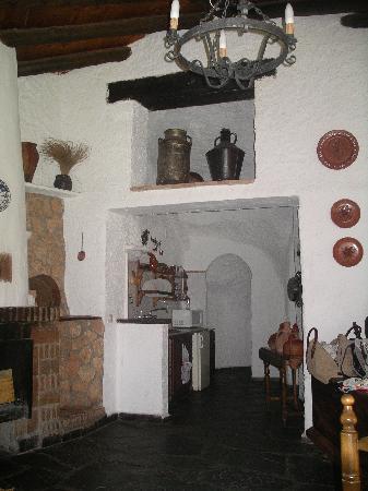 Cuevas del Tio Tobas: entrada a cocina