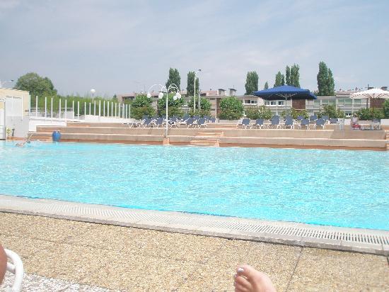 Hotel Lyon Metropole : olympic sized pool