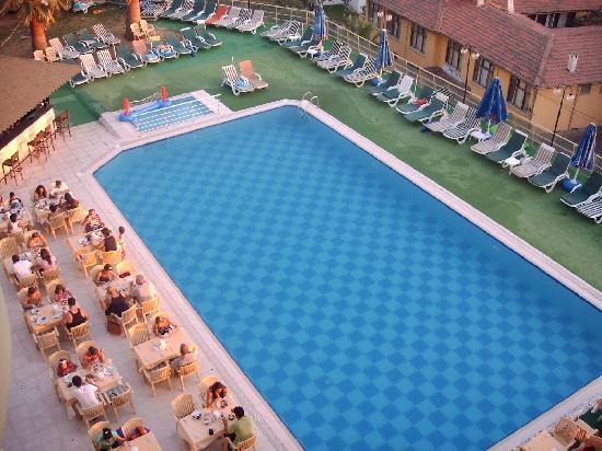 Arora Hotel: Pool