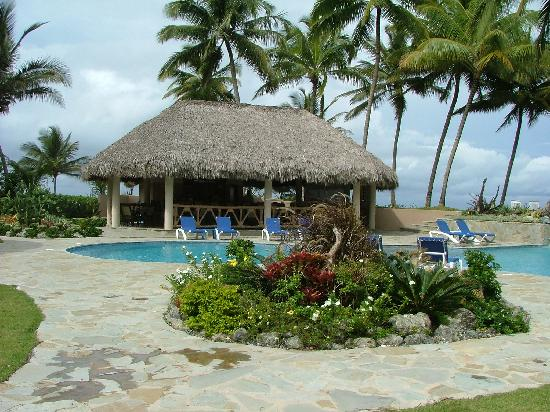 Martini's Beach Bar & Grill: Matini's from across the pool