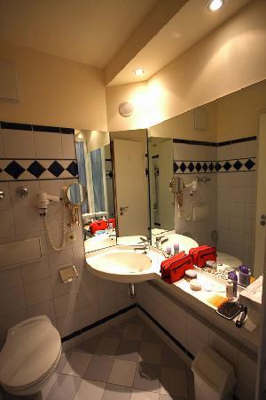 Cosmopolitan Hotel: Bathroom 1