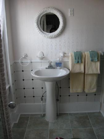 Hotel Macomber: Bath