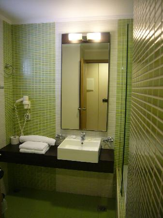 Amalthia Beach Resort: Bathroom