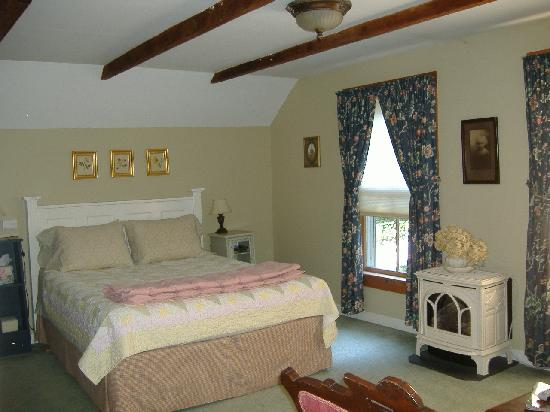 Sampler House Bed and Breakfast : Cabbage Rose Room