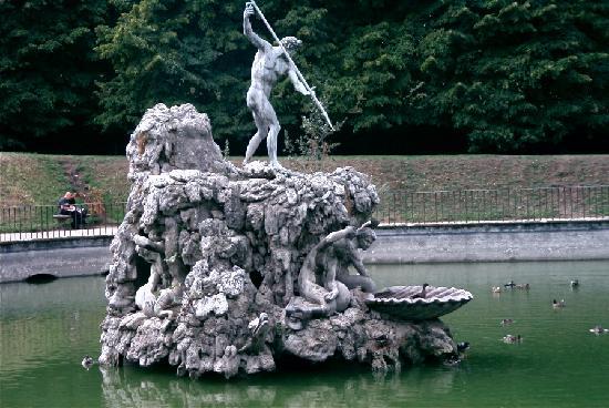 Boboli gardens neptune statue picture of boboli for Jardines boboli
