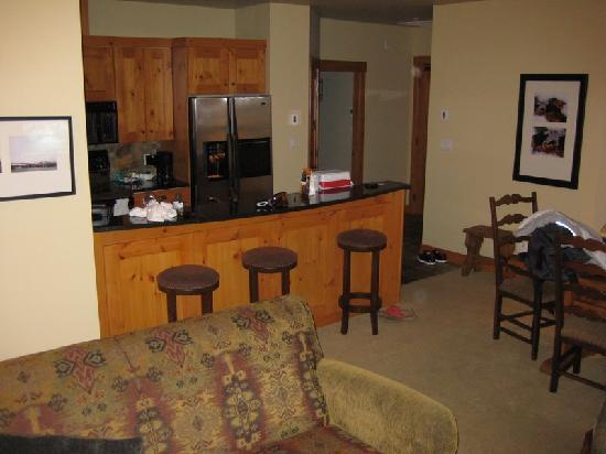 First Tracks Lodge : kitchen