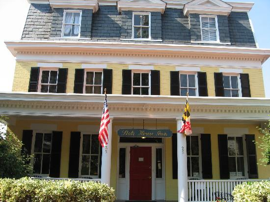 State House Inn : Front view of the Inn
