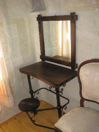 Aydinli Cave House Hotel : dressing table