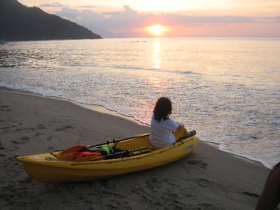 Sunset at Aninuan Beach Resort: Mum in the kayak we loaned from the resort