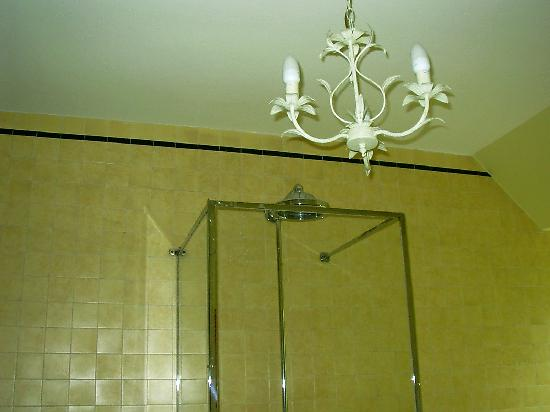 Letterfinlay Lodge Hotel: Lámpara primera habitación