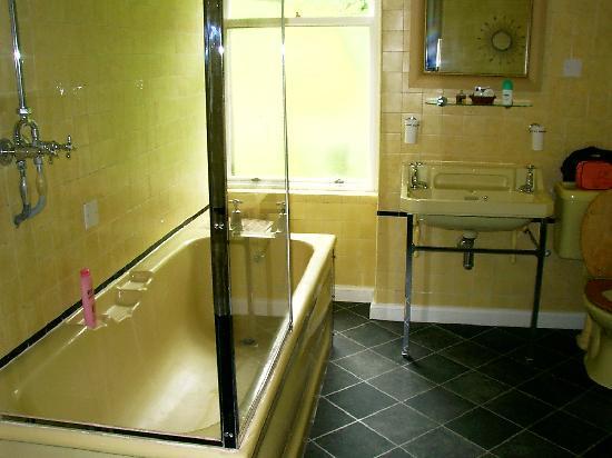 Letterfinlay Lodge Hotel: Baño primera habitación