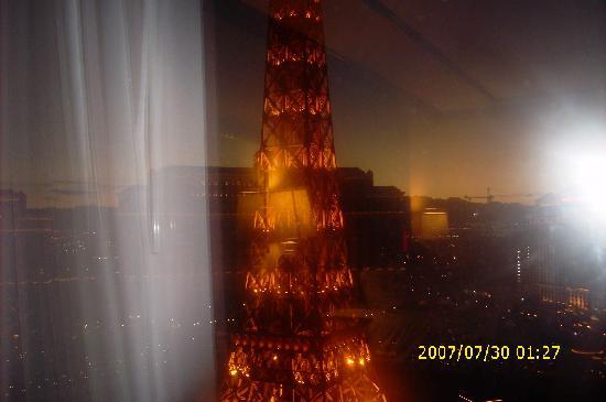 Paris Las Vegas: Outside our window- Paris hotel