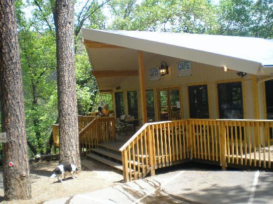 Yosemite Bug Rustic Mountain Resort: Exterior of the main Lodge