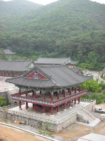 Chungcheongnam-do, South Korea: Taejo-san - Temple Precinct