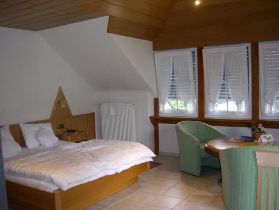 Gästehaus Franziskus-Hof: Bedroom/living area