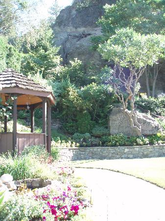 Montcalm Garden Bed & Breakfast: the gazebo
