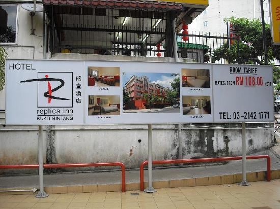 Replica Inn - Bukit Bintang : Room rates. Looked spacious but the room was puny!