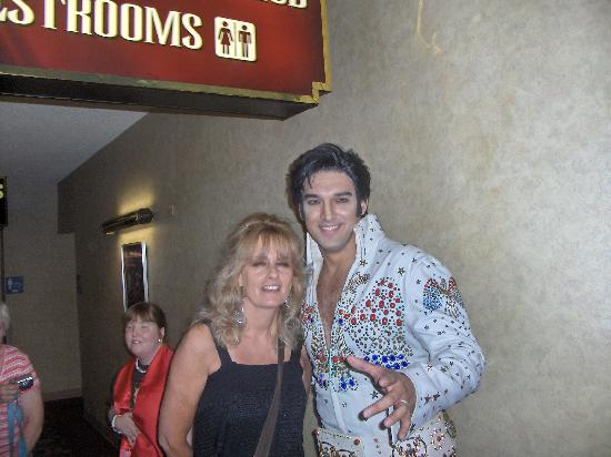 Legends in Concert: with Elvis( my eyes always close with flash)