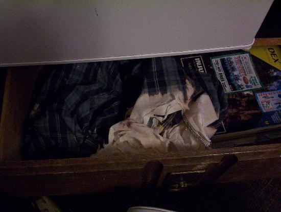 Budget Inn Motel: old clothes in dresser