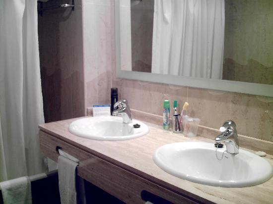 Inturotel Sa Marina: Bathroom