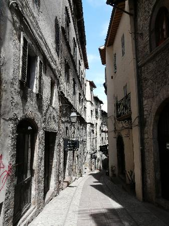 Palazzo Leti Residenza D'Epoca: The ancient narrow streets of Spoleto