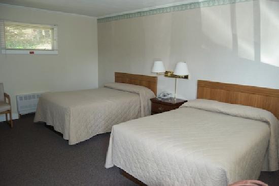 Bucksport Motor Inn beds