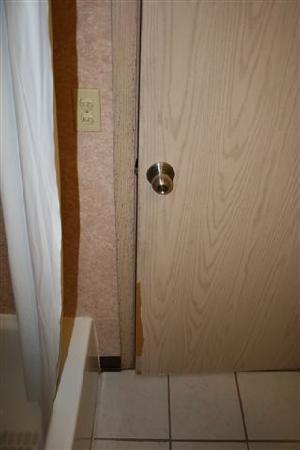 Americas Best Value Inn - Lynnwood / Seattle: Shower door