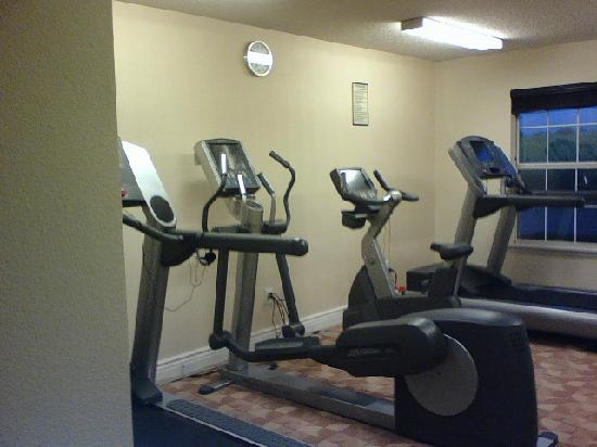 HYATT house Houston/Energy Corridor: Workout center, could use some free weights!