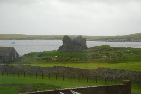 Sumburgh Hotel: A view of Jarlshof from our window