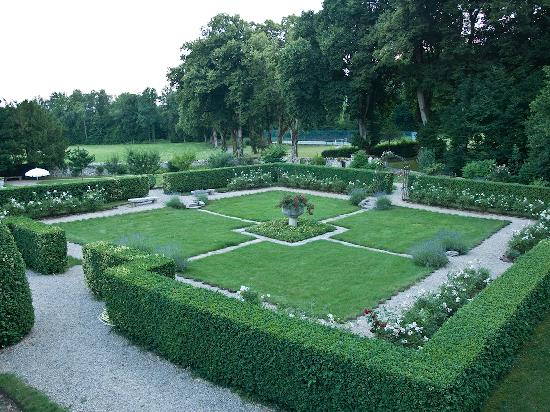 Chateau Andelot: Garden