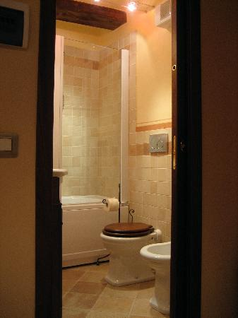 easy access, ours had a bath/shower - Picture of Casa Chilenne B&B ...