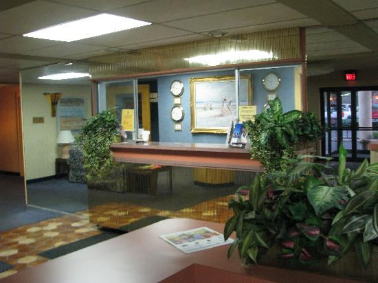 Super 8 Port Clinton: Lobby of Motel 8 Port Clinton