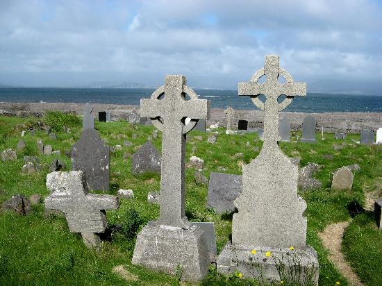 Ballinskelligs Old Burial Ground: all the headstones face the sea