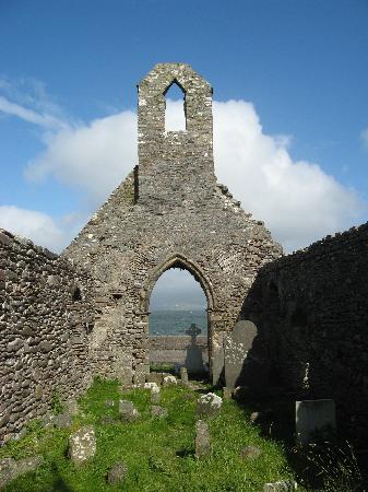 Ballinskelligs Old Burial Ground: the monastery ruins