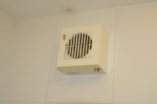 Your Home from Home - Southdock: Non functioning bathroom fan
