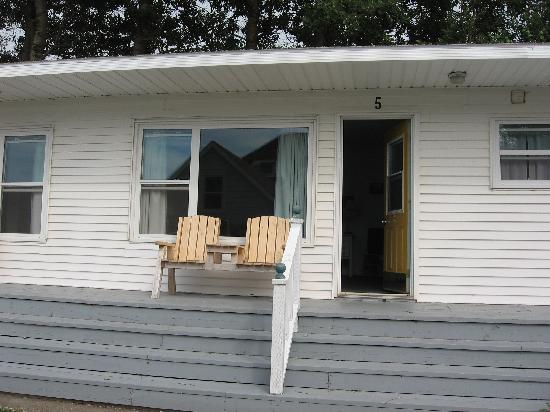 Merry's Motel: The motel porch.  Perfect for watching sunsets and having a beer.