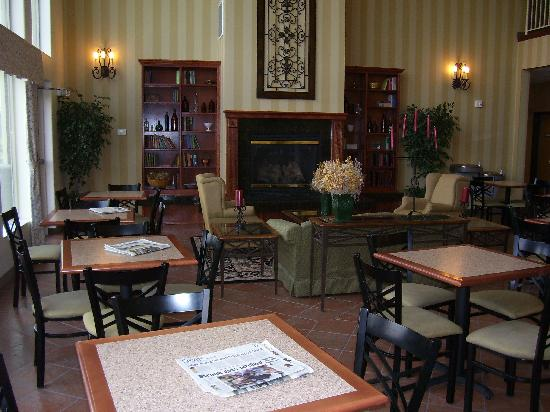 Best Western Plus Grapevine Inn: continental breakfast area