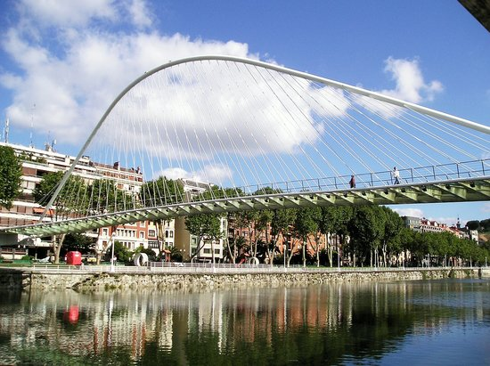 Bilbao, Espagne : Zubizari glass bottomed bridge