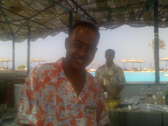 Carnelia Beach Resort: Reda: il barista migliore di Marsa Alam.