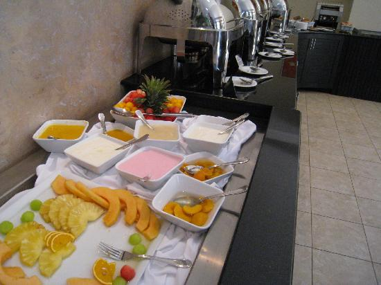 Protea Hotel Kampala: breakfast2