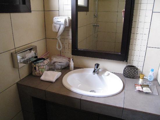 Protea Hotel Kampala: sink