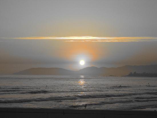 Beach House Inn and Suites : Pismo Beach Sunset