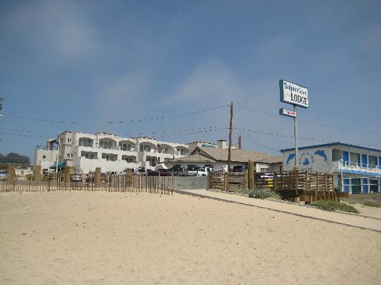 Beach House Inn and Suites : Hotel from the beach