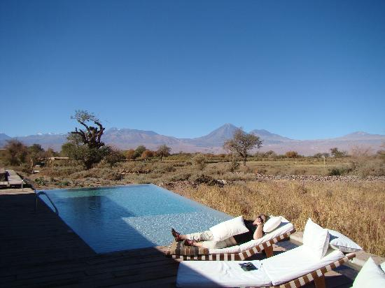 Tierra Atacama Hotel & Spa: Outdoor pool and lounge area