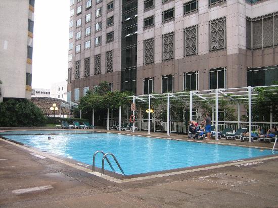 La piscina picture of holiday inn bangkok silom bangkok tripadvisor - Hotel bangkok piscina ...