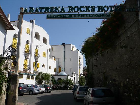 Arathena Rocks Hotel: ingresso