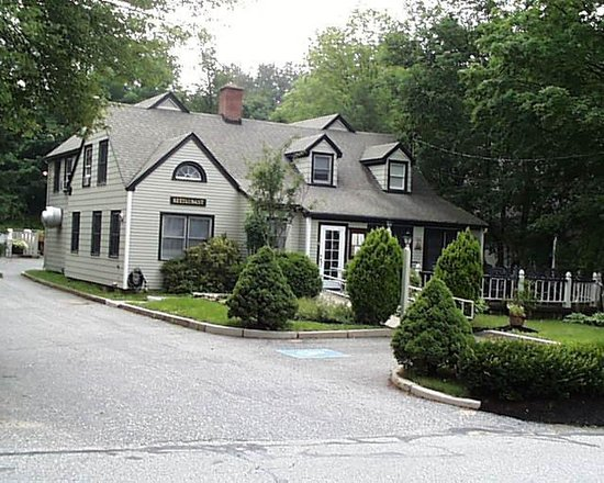 Cedar Street Grille: Cedar Street Restaurant is set into a residential neighborhood in a woodland setting