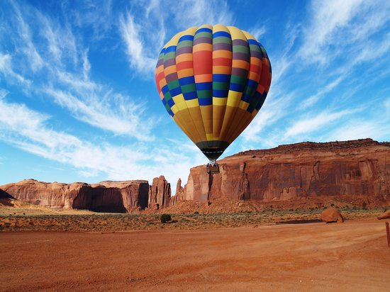 Mexican Hat, UT: Monument Valley Hot Air Ballooning past Rain God Mesa